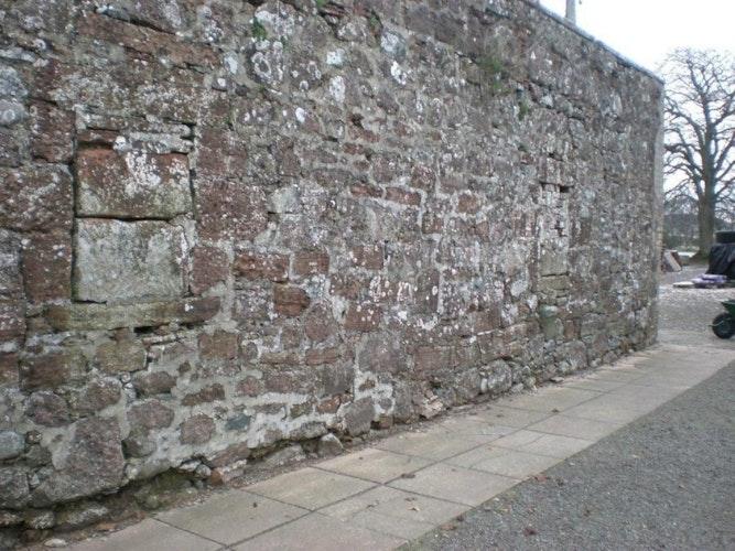 Pgds 20130719 165425 Blocked Up Bee Boles X2 On Ne Wall Conheath