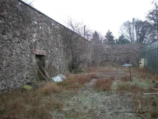 Pgds 20130719 165847 Curved Ne Corner Of Garden Wall